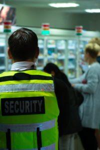 Co może ochroniarz w zakładzie pracy?